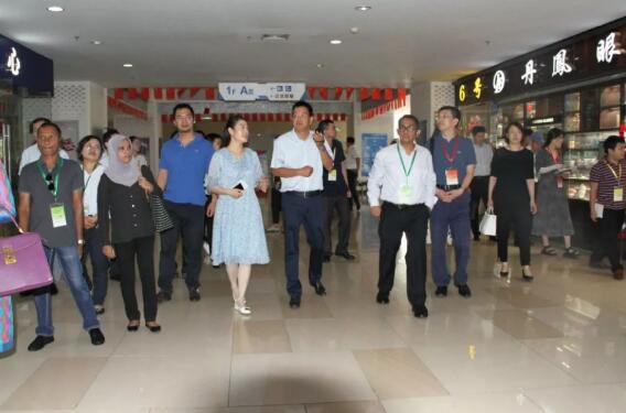 亚洲十国驻华使节团参访丹阳眼镜城